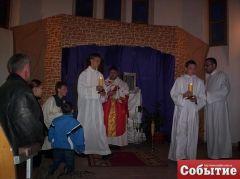Великая Пятница (21.04.2011). Иисуса в Пресвятых дарах переносят в гроб.