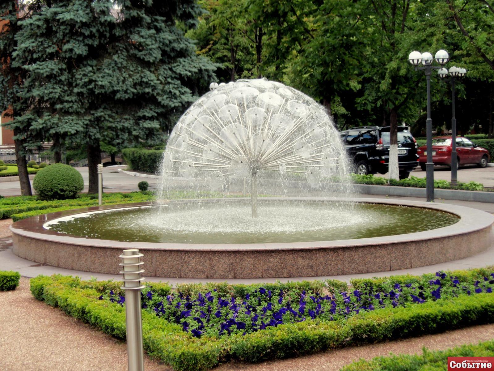 фонтан возле заводоуправления ДМК