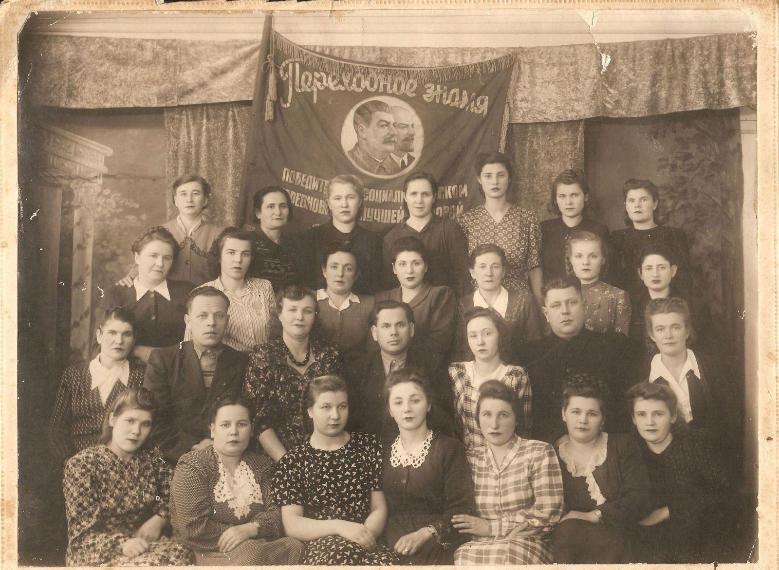 Второй ряд сверху вторая справа Ярошенко Тамара Федорона