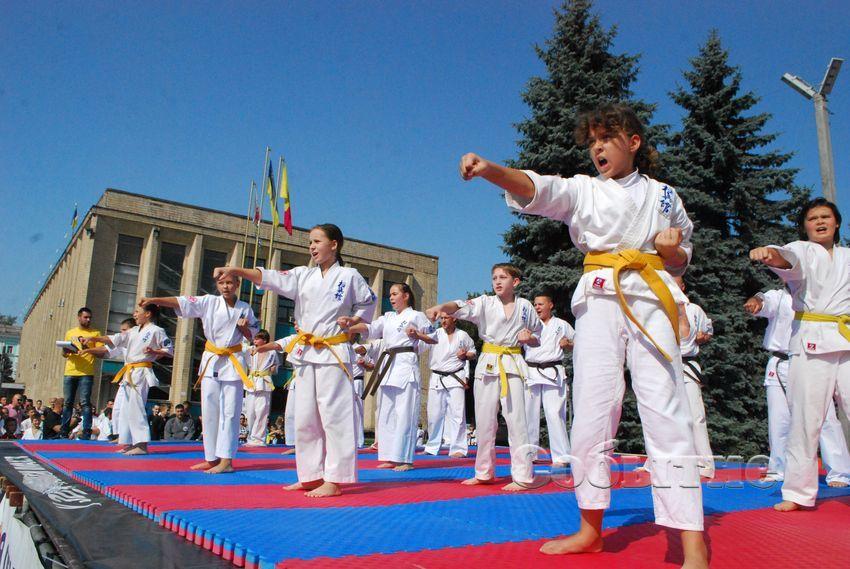 festival_edinoborstv_6.jpg.7ae44d13768a873f5f1611e775b2cf87.jpg